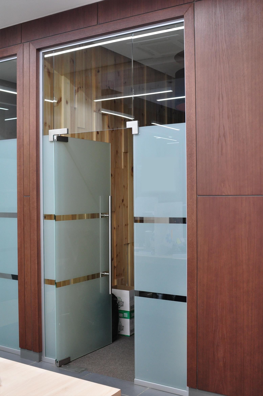 Шпонированные стеновые панели в офисы